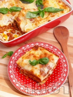 Домашна лазаня Болонезе с готови кори, кайма, канела, домати, кашкавал и сос Бешамел (най-вкусната) - снимка на рецептата